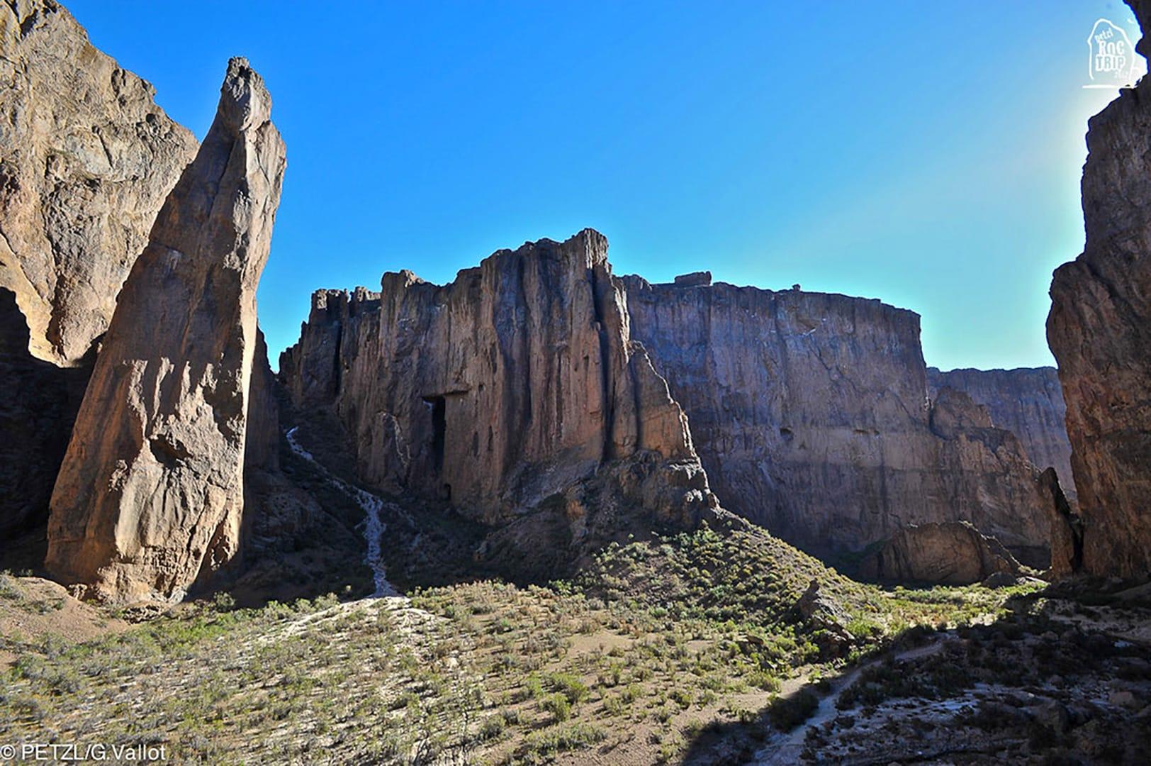 Petzl RocTrip Argentina 2012 - La Buitrera Canyon - Piedra Parada - ©Guillaume Vallot