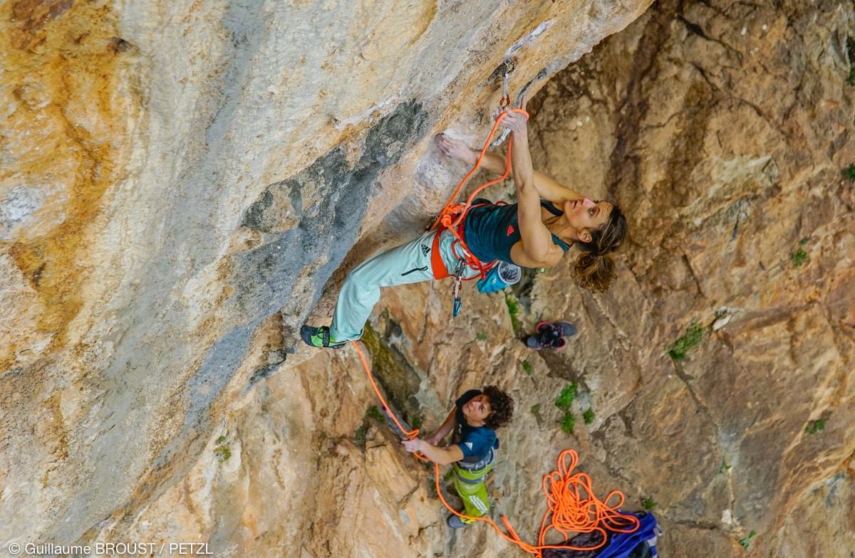 Melissa LeNevee climbing in Greece ©Guillaume Broust