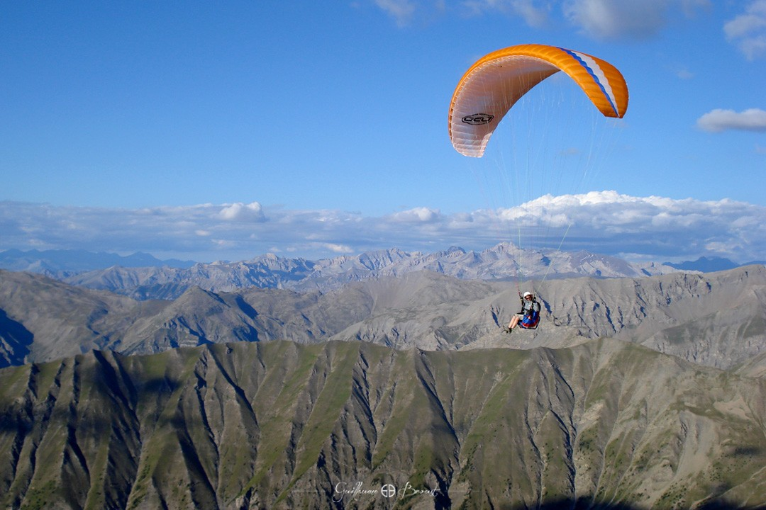 Ozone Choose your Passion - Paragliding above mountains ©Guillaume Broust