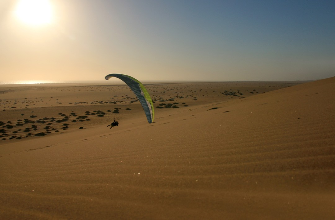 Flying in Swakopmund ©Perrine Broust - Frequent Flyers - Paragliding in Namibia