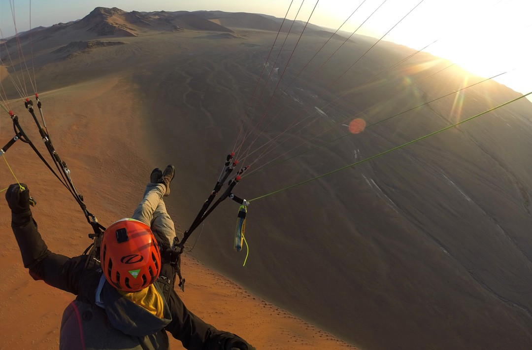 Flying in Sossuvlei ©Guillaume Broust - Frequent Flyers - Paragliding in Namibia