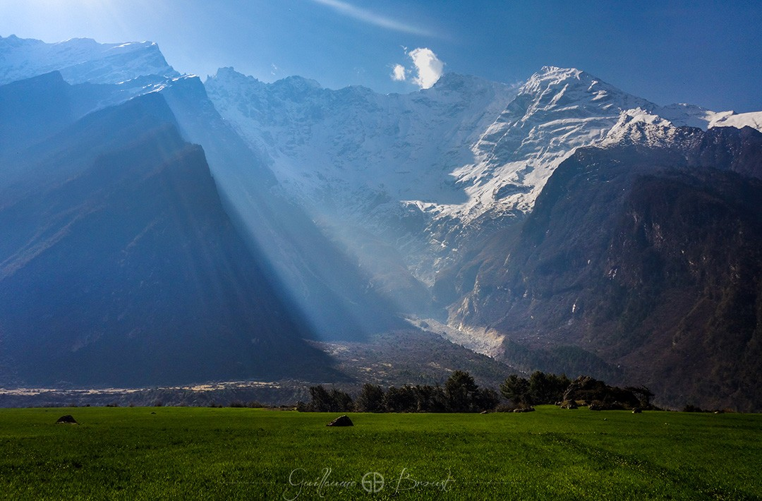 Mountains in Tsum Valley - ©Guillaume Broust - Frequent Flyers Nepal