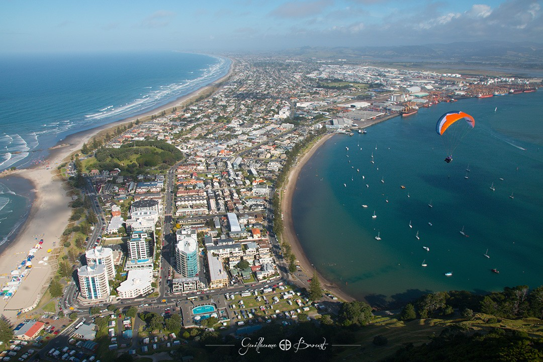 Flying in Mt Maunganui - Frequent Flyers ©Guillaume Broust