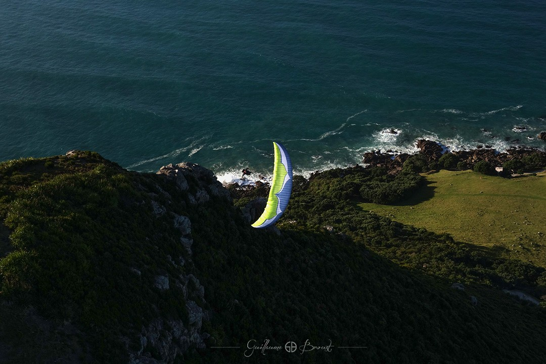 Flying in Mt Maunganui - Frequent Flyers ©Perrine Broust