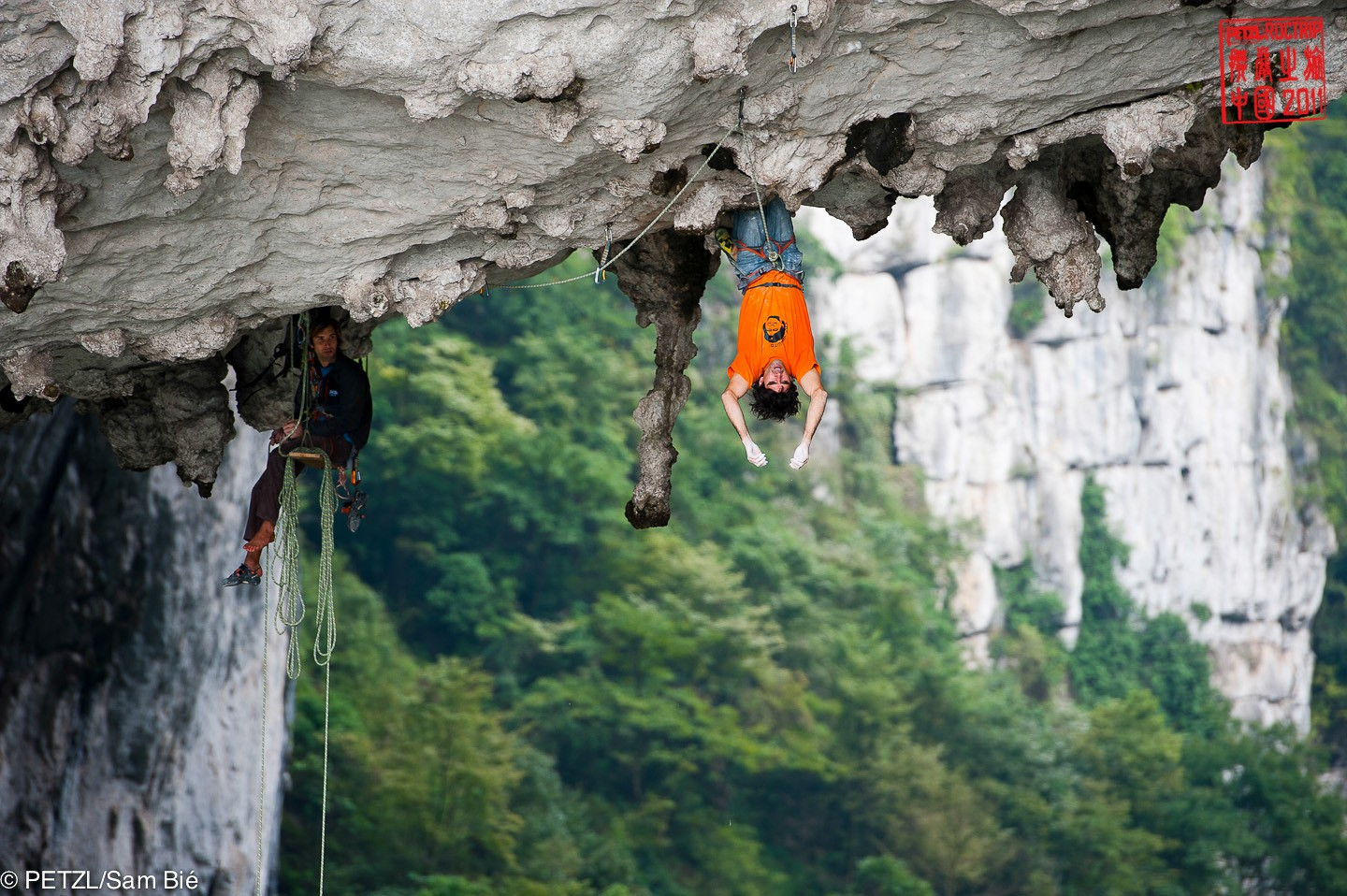 Dani Andrada & Chris Sharma in the Great Arch - Gétu Hé - Petzl RocTrip China 2011 ©Sam Bié