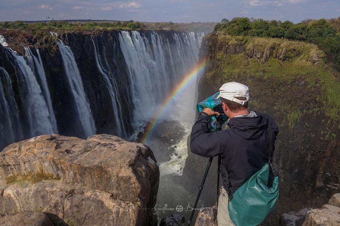 Tournage aux chutes Victoria, Zimbabwe ©Les Chants de l'Eau - Film Documentaire