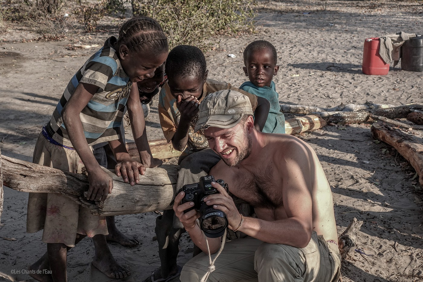 Guillaume Broust - Filming in Namibia ©Les Chants de l'Eau