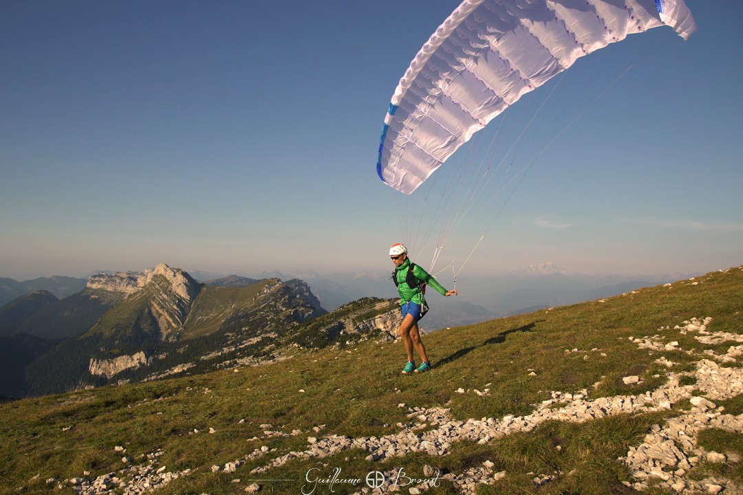 Run & Fly - World's lightest paraglider ©Guillaume Broust