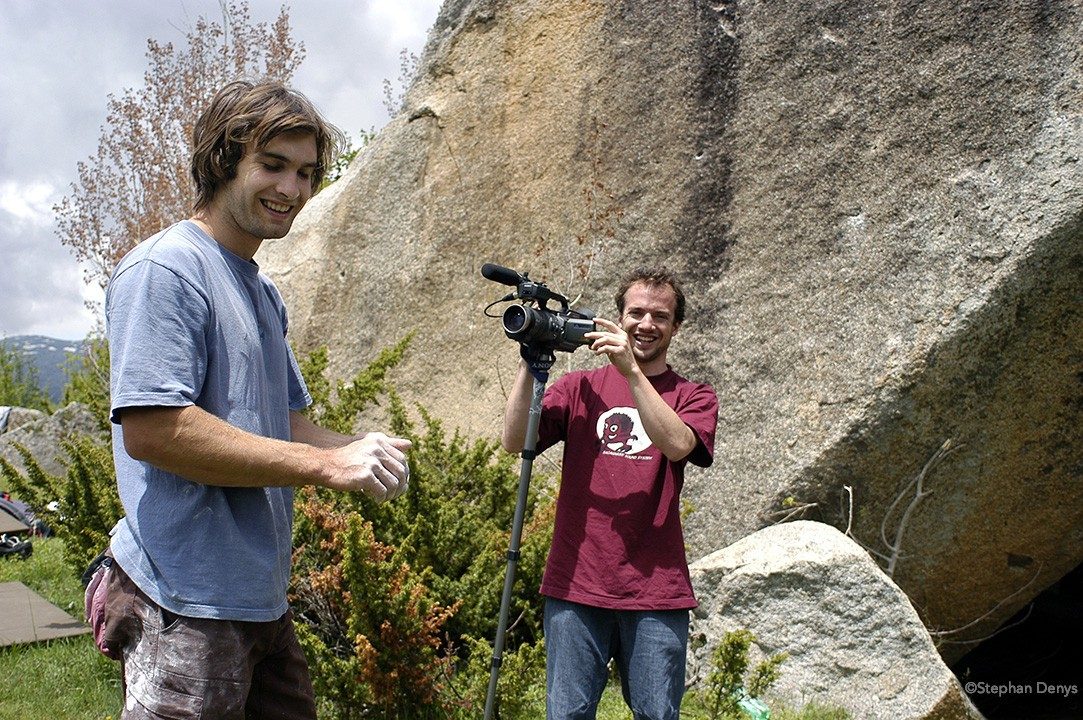 Guillaume Broust filming Chris Sharma during the Petzl Targassonic Freeclimb 2004 ©Stephan Denys