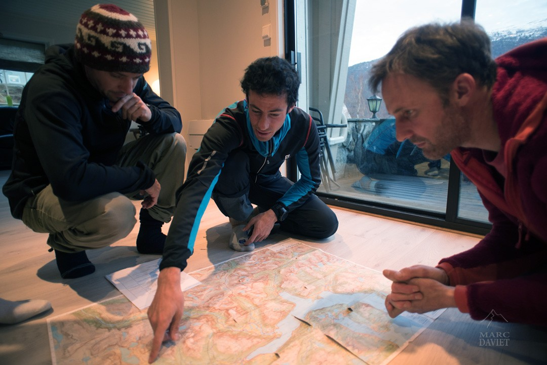 Making-of: Kilian Jornet in the Northern Lights - checking location ©Marc Daviet
