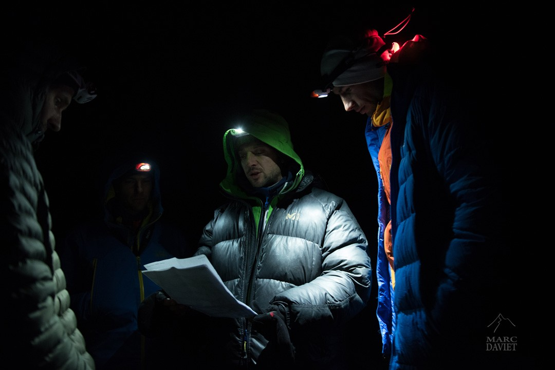 Making-of: Kilian Jornet in the Northern Lights - checking lthe script ©Marc Daviet