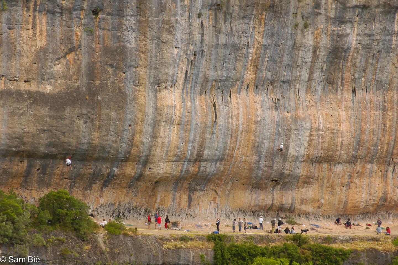 Large view of the Cantobre crag - Petzl RocTrip Millau 2004 ©Sam Bié