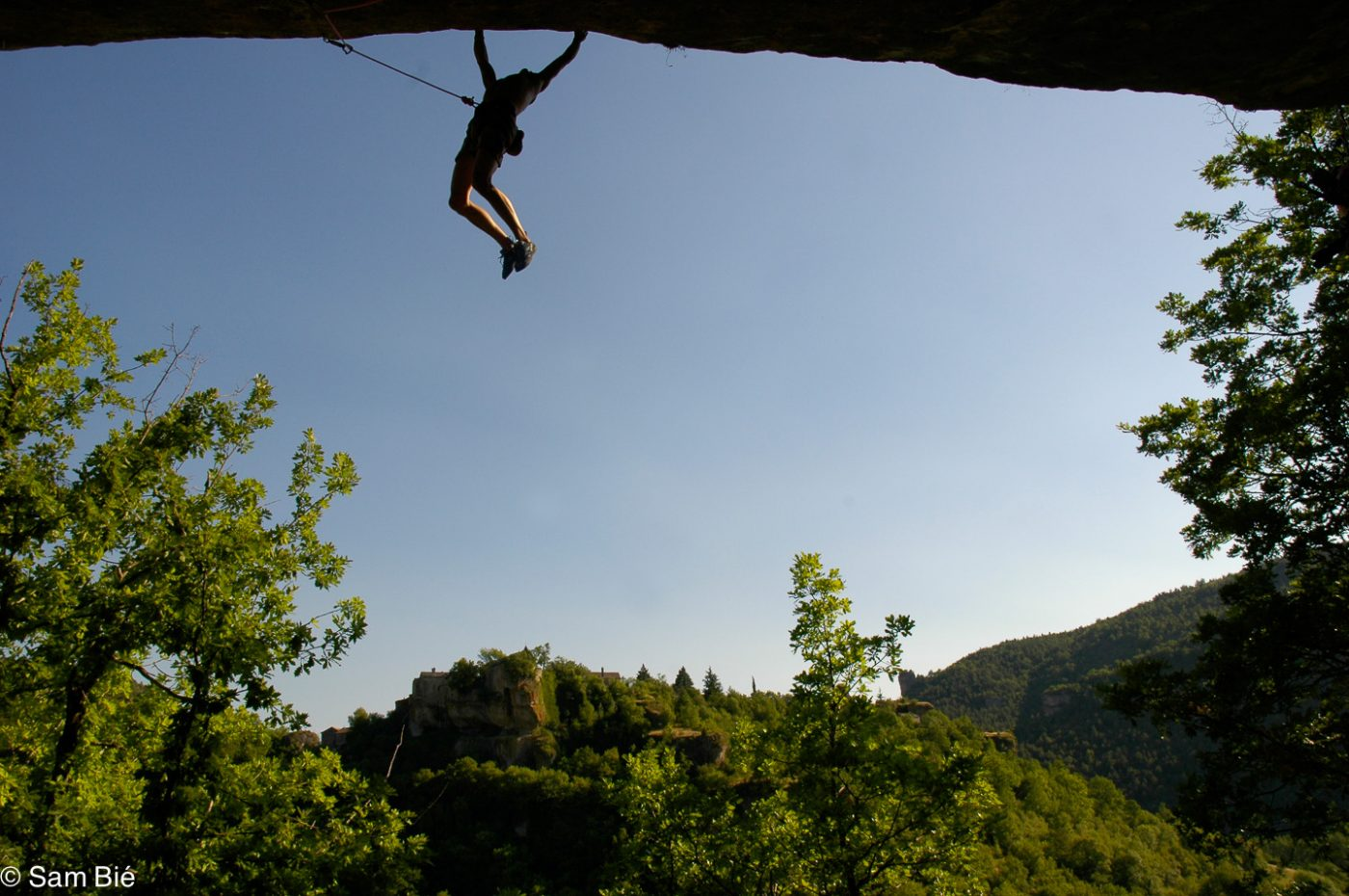 Climbing on the Petzl RocTrip Millau 2004 ©Sam Bié