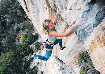 Julia Chanourdie climbs Eagle-4 (5.15b)