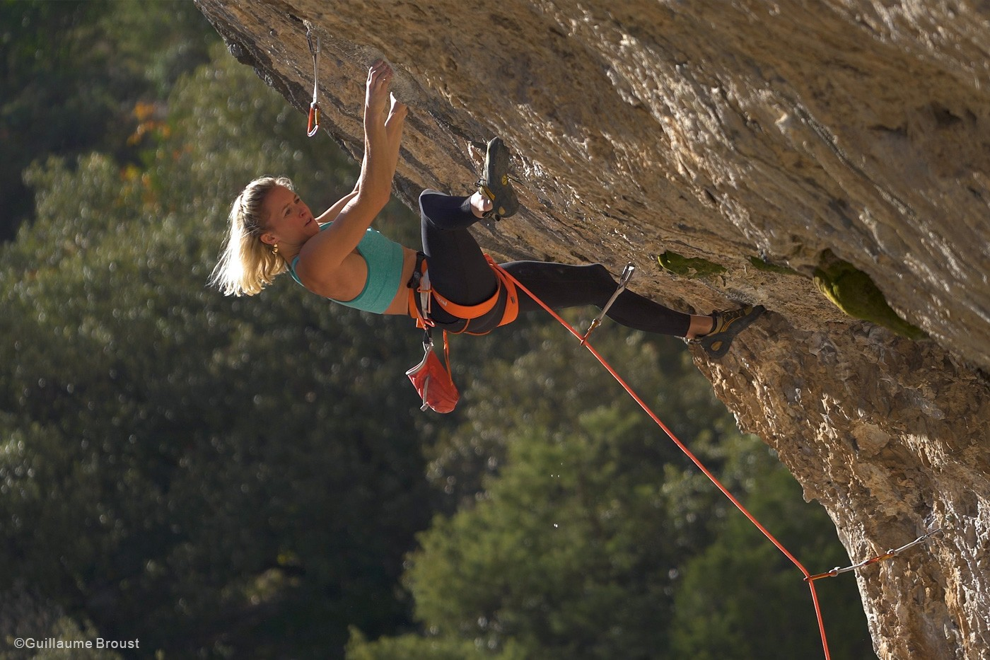 Julia Chanourdie climbs Eagle-4 (5.15b) ©Guillaume-Broust