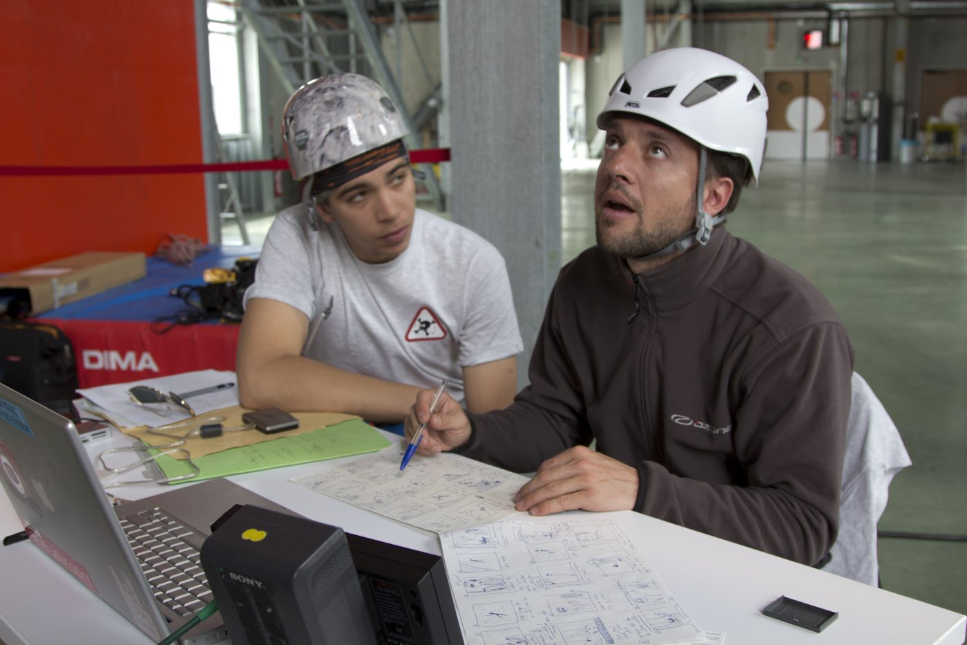 World Worst Belayer - Making-of - Guillaume Broust is checking the storyboard with Gilles Estramboulli - © Xavier Rivet