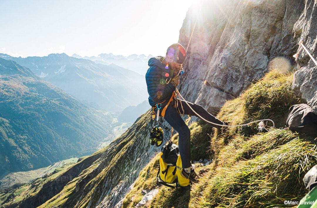 """Swissway to Heaven - Fabien Dugit rappels down after climbing """"Zahir"""" ©Marc Daviet"""